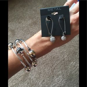 NWT Matching bracelet and earring set!